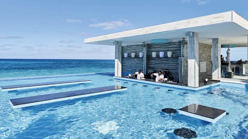 piscine-bahamas-hotel-voyage